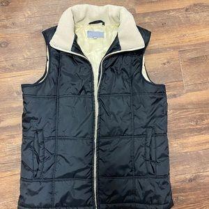 Fluid urban wear black vest with beige lining